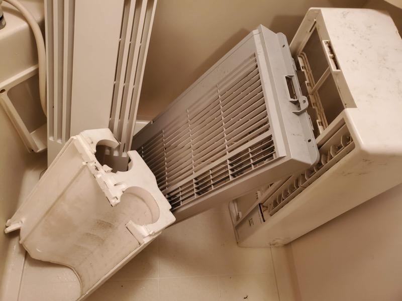 窓用エアコンを分解し洗浄